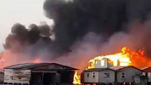 На Карибах масштабный пожар уничтожил более 200 зданий (видео)