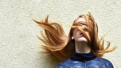Грозит выпадением волос: 7 причин, почему болит кожа головы