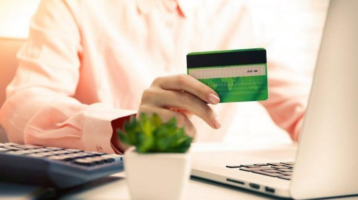 Как получить кредиты на карту 24/7 финансово уязвимым слоям населения?