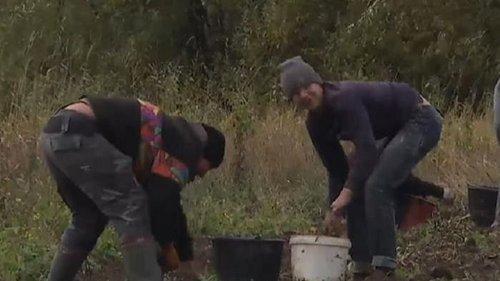 Сельские школьники вместо уроков копают картошку