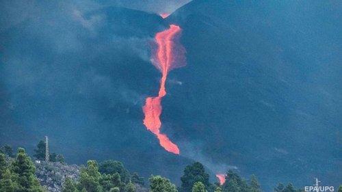 Извержение вулкана на Канарах снова усилилось
