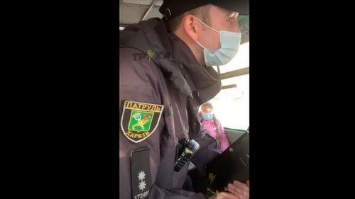 В Харькове водитель автобуса взял в плен копа, который обвинил его в н...