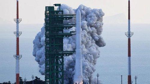 Сеул запустил собственную ракету-носитель Нури (видео)