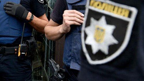 В Одессе женщина, находящаяся в розыске, угнала эвакуатор и устроила Д...