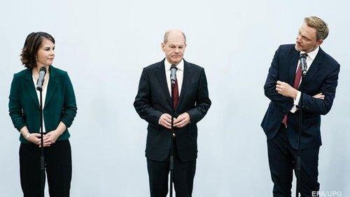 В Германии три партии намерены начать коалиционные переговоры