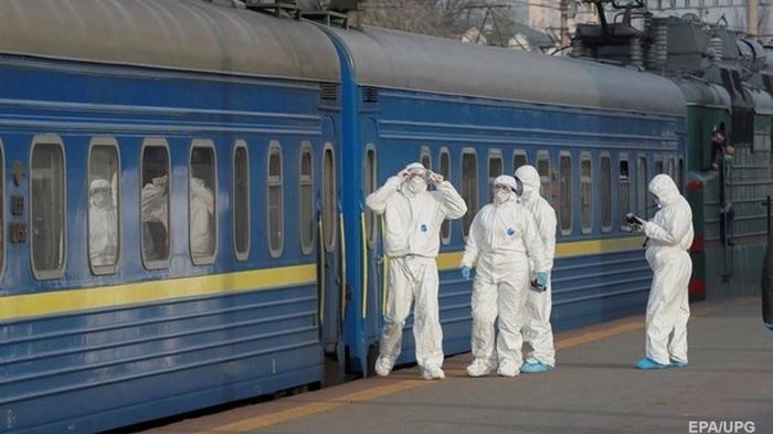 Укрзализныця вернула почти 130 млн за билеты на отмененные поезда