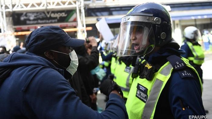 Акции в Лондоне и Париже переросли в беспорядки